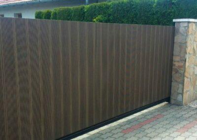 WPC kerítés, függőlegesen elhelyezet wpc burkolat elemkből