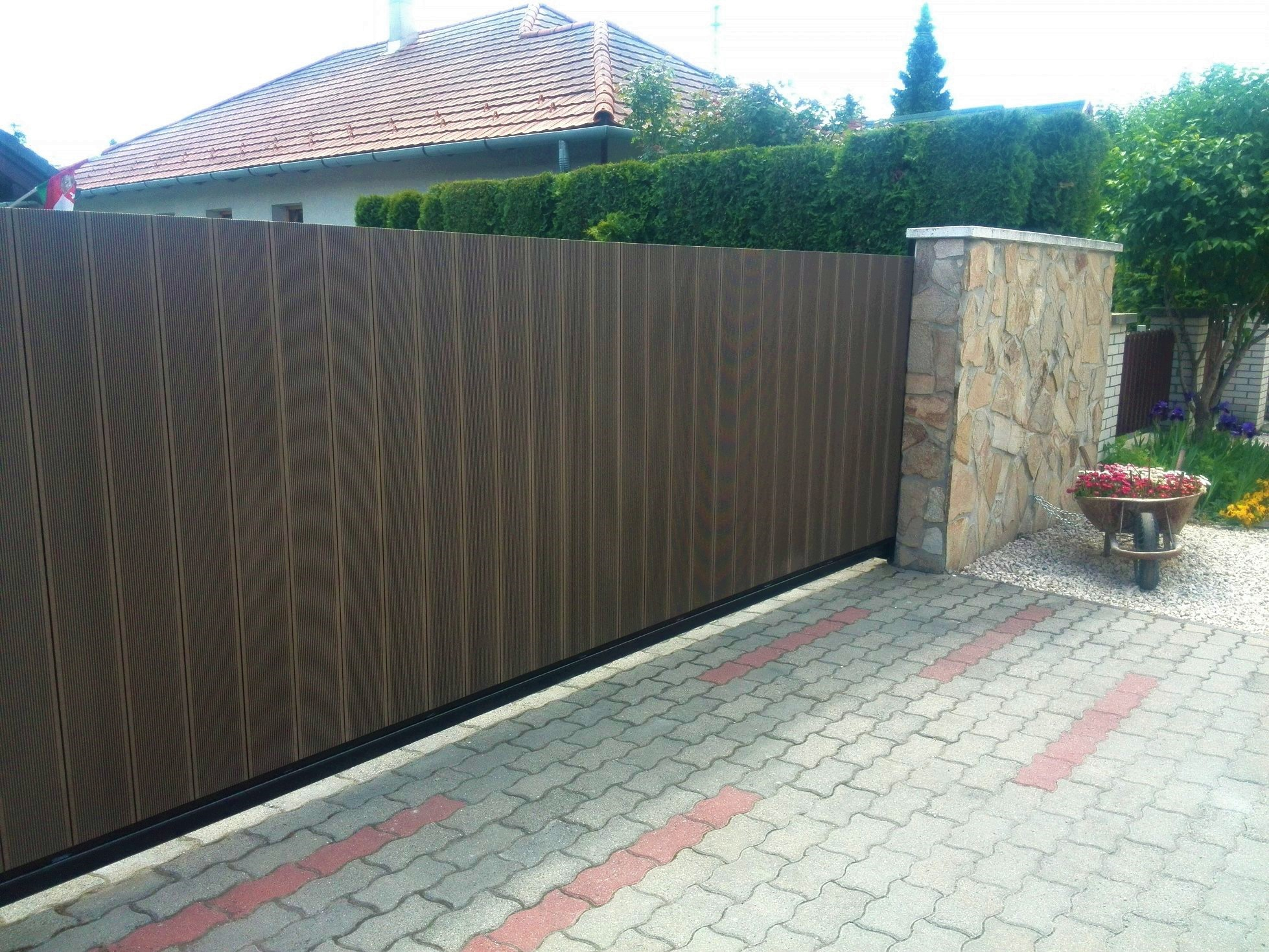 wpc kerítés burkolat