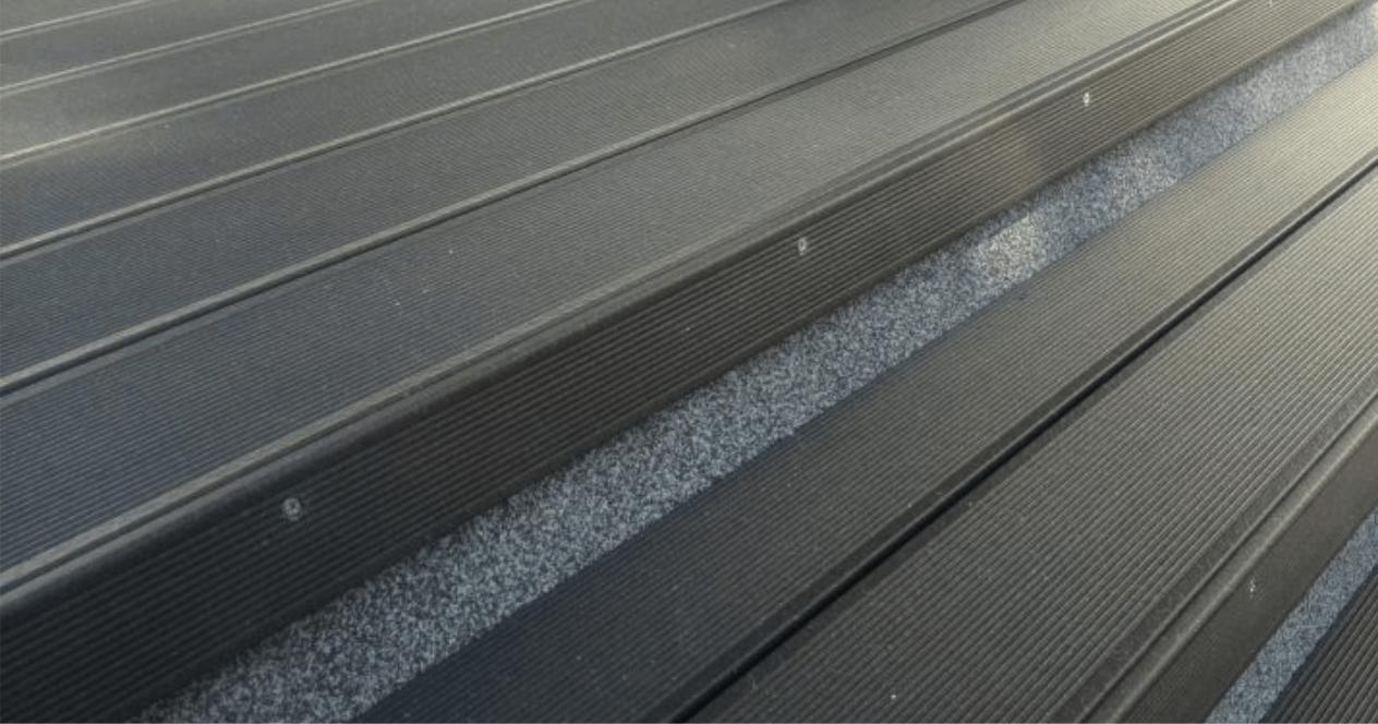 Lépcső kialakítás - gesztenye barna UPM burkolattal