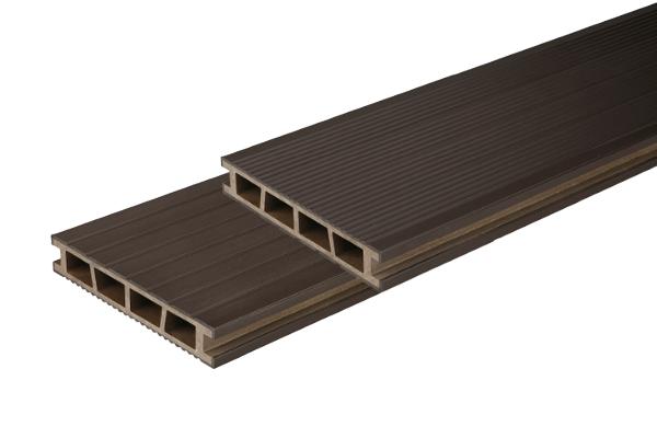 BergDeck teraszburkolat - Mogyoró barna natúr felüle