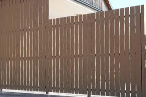 Tömör wpc kerítés elemből térelválasztó