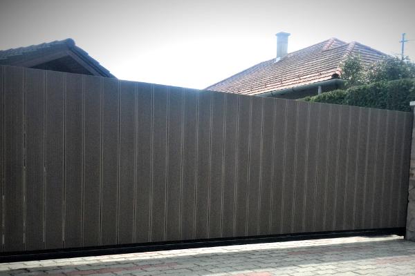 WPC kerítés, rejtett rögzítési megoldással